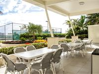 Barbeque and Tennis Court - Paradise Centre Apartments