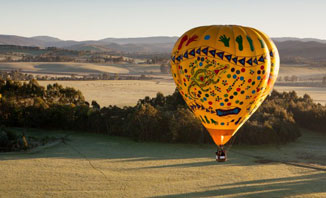 See Perth via hot air balloon for a unique experience.