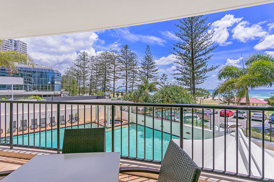 Mantra Coolangatta Beach accommodation