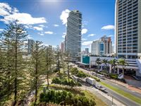 1 Bedroom Apartment Balcony - Mantra Broadbeach on the Park