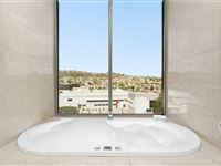 1 Bedroom Spa Apartment Bathroom - Mantra Charles Hotel Launceston
