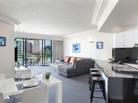 1 Bedroom Apartment - Mantra Crown Towers Surfers Paradise