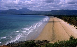 The beaches of Queensland are ideal for a family holiday.