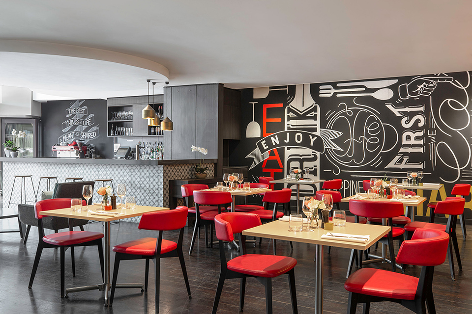 Take A Bite Out Of 24 Modern Dining Rooms: Mantra Chatswood Hotel, Chatswood Hotels Sydney